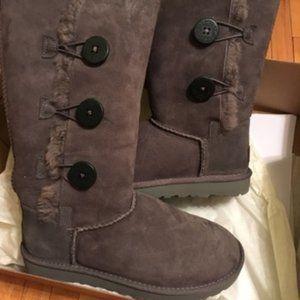 Fuzzy Gray Ugg Fashion Boots